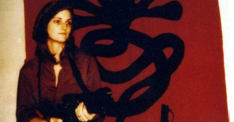 Patricia Hearst con rifle